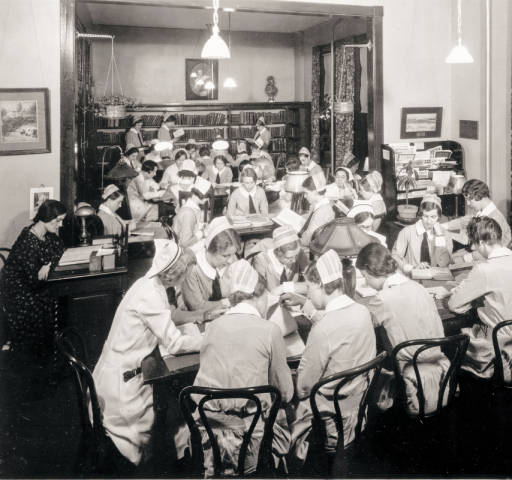 Nursing students studying in Frank Library