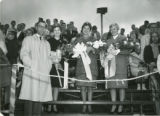 Homecoming Queen and attendants with President Olsson, 1960